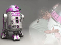 『フォースの覚醒』にも登場のR2-KT ある少女のために、ピンク色のR2ドロイドが辿った感動の実話