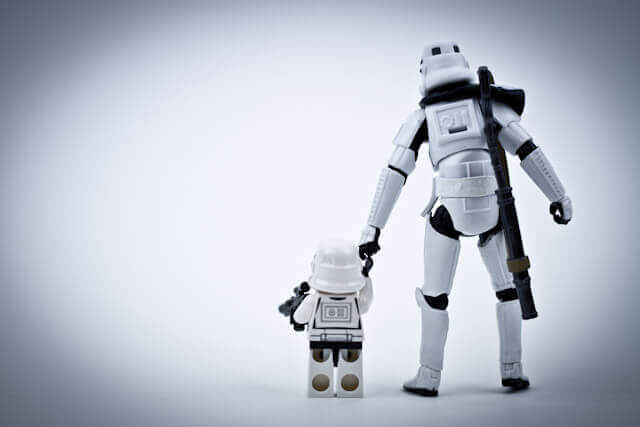 https://deathstareverywhere.wordpress.com/2011/06/06/heart-warming-stormtrooper-family/