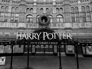 シリーズ最新作『ハリー・ポッターと呪いの子』プレビュー公演「まるで本物の魔法を見ているみたい」と反応上々