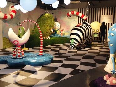 ティム・バートン好きは上海に集合!【ティム・バートンの美術展×ディズニーランドのアリスの迷路】をダブルで楽しめるチャンス