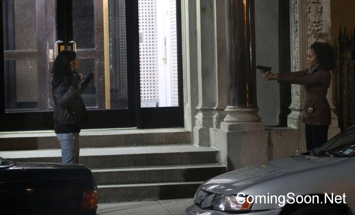 http://www.superherohype.com/news/384969-jessica-jones-meets-misty-knight-in-first-defenders-set-photos#/