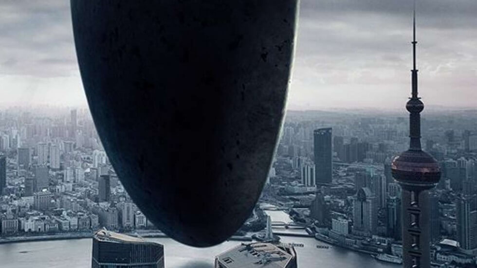 http://www.scmp.com/news/hong-kong/politics/article/2006212/replacement-poster-sci-fi-film-arrival-lands-quietly-after