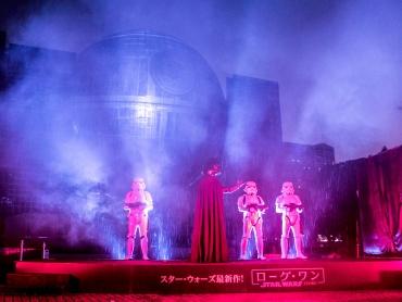 【ローグ・ワン】帝国軍の究極兵器デス・スター、名古屋の街に一夜限り出現!ダース・ベイダーらも登場