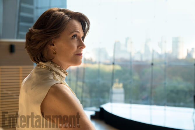 http://ew.com/tv/the-defenders-photos-episodes/sigourney-weaver-as-alexandra (SARAH SHATZ/NETFLIX)