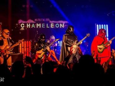 スター・ウォーズのメタルコア・バンド『ギャラクティック・エンパイア』ライブ活動を開始!大人の事情で衣装チェンジ、各界の反応は