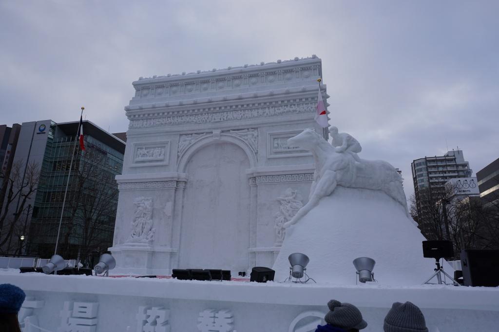フランス・パリの凱旋門を忠実にかたどった作品。約3分の1の縮尺で見事に再現。