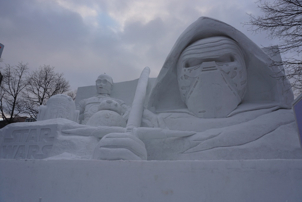 大通会場10丁目の『白いスター・ウォーズ』大雪像。まさに圧倒的クオリティだ…!
