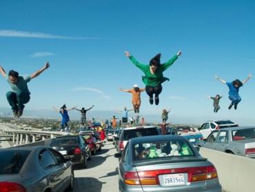 【徹底特集】『ラ・ラ・ランド』奇跡のオープニングはいかに撮影されたか ─ 全カットの可能性もあった?リハはiPhone、本番では実際に道路を封鎖