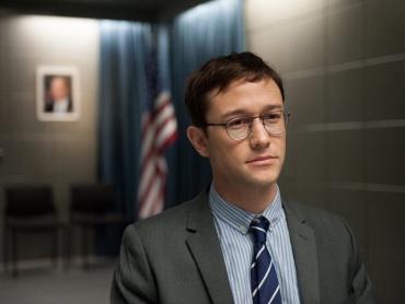 【レビュー】エンターテインメント性に溢れた『スノーデン』に感じる監督の余裕