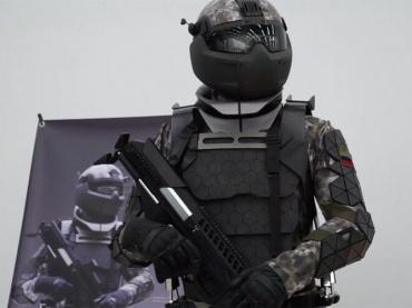 「宇宙空間の戦闘」示唆─SF映画化するロシア軍の戦闘服は『スター・ウォーズ』的な世界戦争到来の兆しなのか