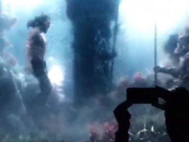 映画『アクアマン』より、海底を泳ぐアクアマンの映像が公開!ヴィランも登場