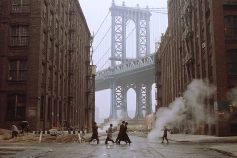 映画『ワンス・アポン・ア・タイム・イン・アメリカ』より http://www.brownstoner.com/history/over-a-century-of-the-manhattan-bridge-seen-from-dumbo-photos/