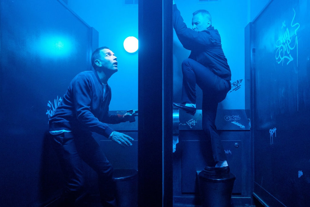 Mark Renton (Ewan McGregor) and Begbie (Robert Carlyle) in toilets at nightclub in TriStar PicturesÕ T2 TRAINSPOTTING