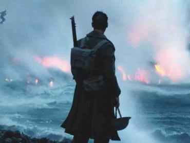 """戦争映画の枠を超えた、驚異の戦場アトラクション ― 映画『ダンケルク』が""""体感型ムービー""""と評されるワケ"""
