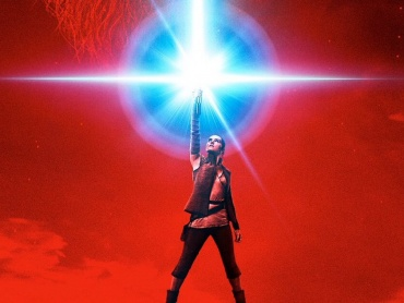 『スター・ウォーズ / 最後のジェダイ』初のポスターが解禁!レイのライトセーバーが赤色に?