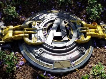 米ディズニーランドに謎のアベンジャーズ・ハッチ出現!「マーベル・テーマパーク・ユニバース」いよいよ全世界に展開か