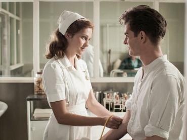 『ハクソー・リッジ』新たな場面写真が解禁!主人公が恋する女性ドロシー、演じる女優テリーサ・パーマーに注目