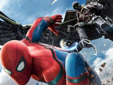 『スパイダーマン:ホームカミング』新予告編&ポスター解禁!シビル・ウォー中に余裕の自撮りをしていた事実が判明