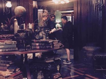 『アベンジャーズ』新作の撮影現場に『ドクター・ストレンジ』監督が参加!ストレンジの館をトニー・スタークが訪問?