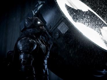 """フラッシュ単独映画で描かれるのは""""どの""""バットマン?エズラ「DCハイパー・エクステンデッド・マルチバース」提唱"""
