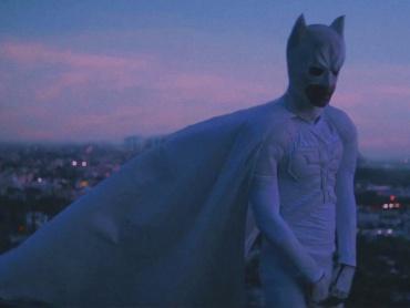 """ジェイデン・スミス、白いバットマン姿でラップする新曲""""Batman""""MVをドロップ"""