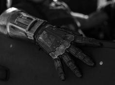機械の腕は闘志の証!『LOGAN/ローガン』が再証明した「義手キャラ作品にハズレなしの法則」を代表する洋画義手キャラ7選