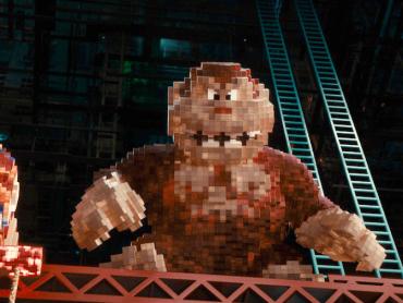 『ピクセル』ドンキーコングは当初登場しない予定だった ― 監督が熱望して登場、撮影現場にリアルサイズのステージを建設
