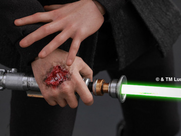 『スター・ウォーズ/最後のジェダイ』ルークの機械義手に『ジェダイの帰還』時の傷跡を確認