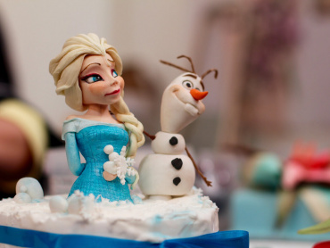 ディズニー『アナと雪の女王』続編、収録スタート!オラフ役俳優が「待つ価値のあるストーリー」と自信