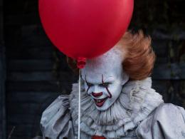 """『IT/イット """"それ""""が見えたら、終わり。』続編、大人用オムツ必須の怖さに?監督「もっと怖く、過激に」"""