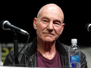 『X-MEN』パトリック・スチュワート、リブート版『チャーリーズ・エンジェル』出演へ ― まさかの「2人目のボスレー」役で
