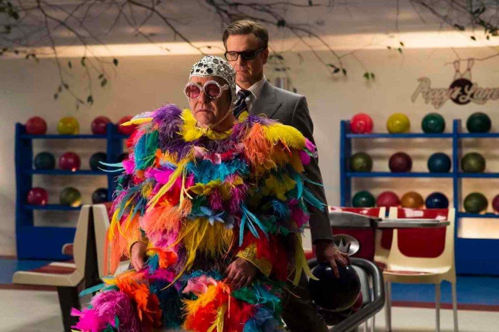 『キングスマン:ゴールデン・サークル』まさかの本人役で出演する超大物エルトン・ジョンとオスカー俳優コリン・ファースの2人による世紀の共演アクションシーンを含む、酉も戌も登場する日本の年末年始に超ピッタリな特別スポット映像
