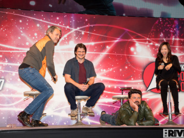 マッツ・ミケルセンとカール・アーバンが謎のバトル ─ 「東京コミコン2017」ステージ、超豪華4ショットが実現