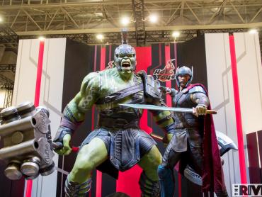 驚愕の迫力と存在感!『マイティ・ソー バトルロイヤル』等身大ソー&ハルクが「東京コミコン2017」にやってきた!