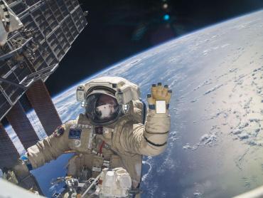 『スター・ウォーズ/最後のジェダイ』ついに宇宙で上映完了 ― 宇宙で観られるこの映画、あのドラマ