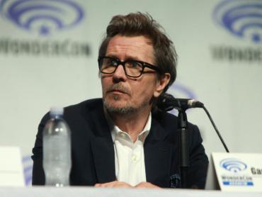 ゲイリー・オールドマン『ダークナイト』3部作が「バットマンの決定版」と断言! ― ベン・アフレックは「今でも撮りたい」