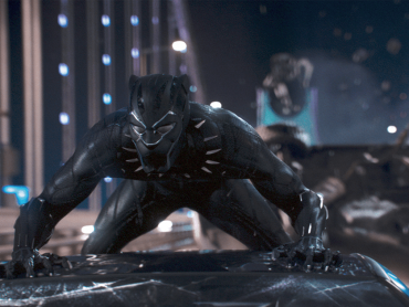マーベル『ブラックパンサー』のスーツ、『マン・オブ・スティール』スーパーマンからの影響あり ─ 光沢と生地にこだわり