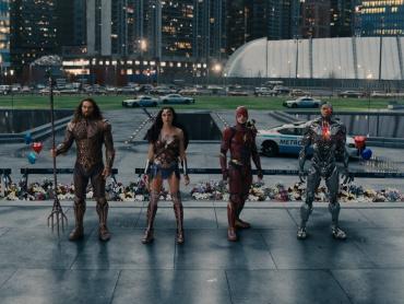 フラッシュ、アクアマン、サイボーグ!『ジャスティス・リーグ』ヒーロー誕生の裏側に迫る特典映像が到着