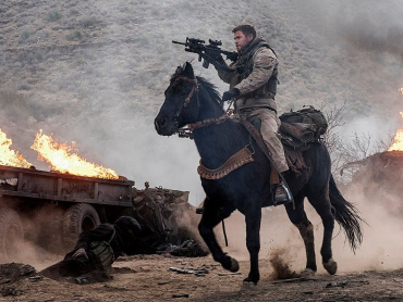 クリス・ヘムズワース主演『ホース・ソルジャー』本予告編公開!9.11直後、馬で戦った軍人の衝撃実話描く