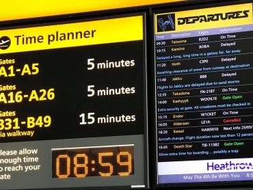 「オルデラン行はキャンセル」 ─ ロンドンの空港が案内板を使った「スター・ウォーズの日」ジョーク、芸が細かいと話題に
