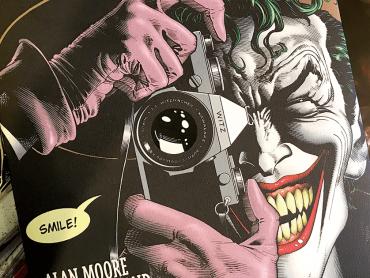 DC映画『ジョーカー』ホアキン・フェニックスの劇中姿が公開される ― 主人公の名前も判明