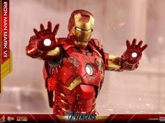 『アベンジャーズ』アイアンマン・マーク7をハイエンドフィギュア化 ─ 合金でズッシリ、トニー・スタークのヘッド付属
