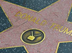 西ハリウッド市議会、破壊相次ぐトランプ大統領の星型プレート撤去へ満場一致で賛成