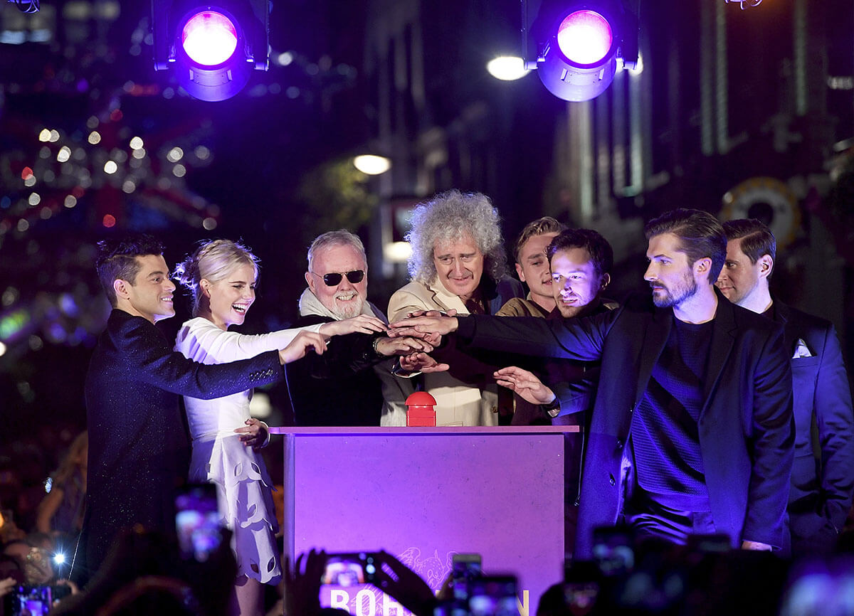クリスマス・イルミネーション点灯式に ブライアン・メイ、ロジャー・テイラーが登場 ボヘミアン・ラプソディ